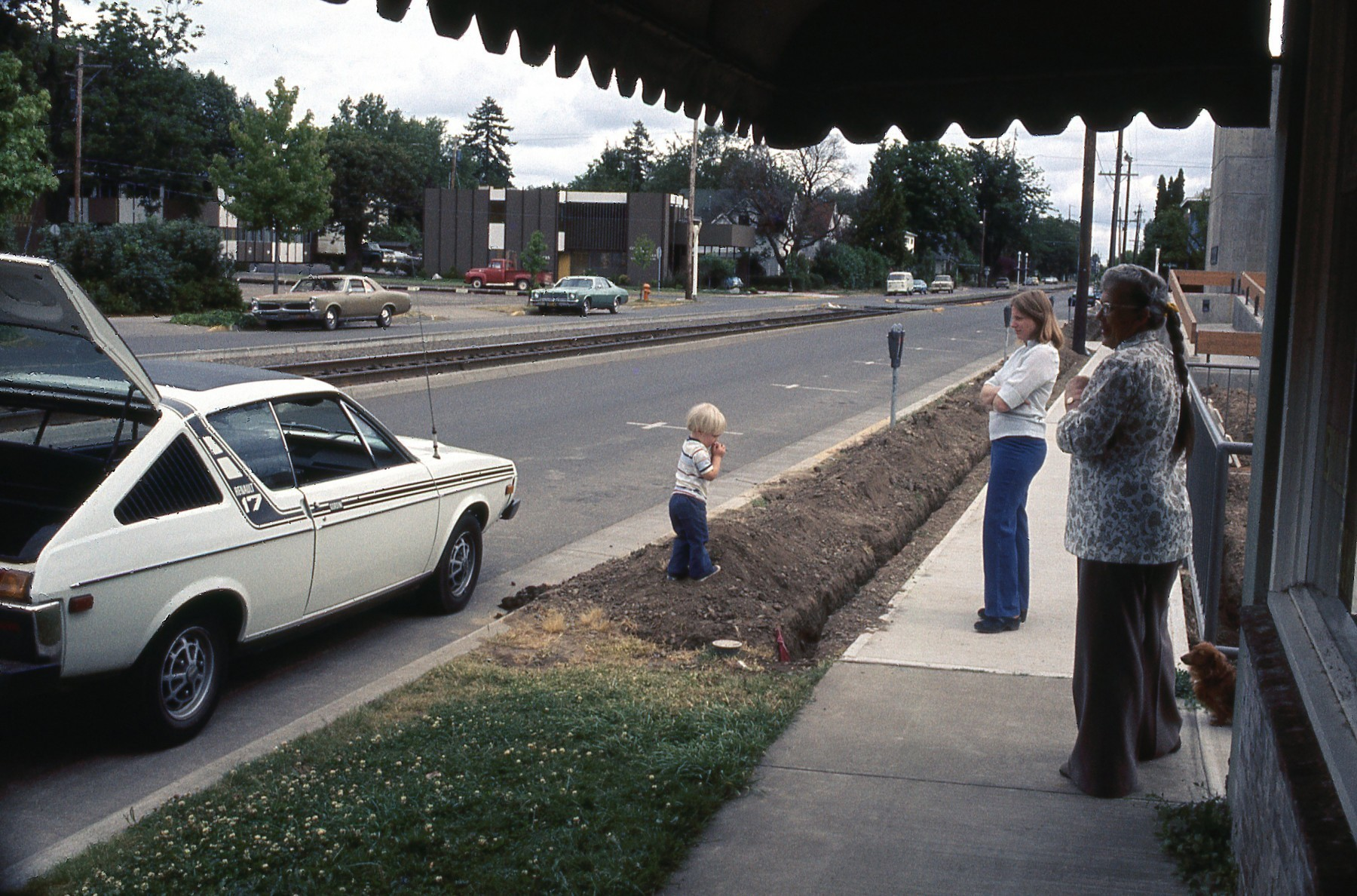1976 Just setting up house in Albany Oregon_02